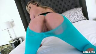 Porno hd con la sexy bionda pompinara che ama il cazzo duro