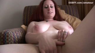 Tette naturali mostra mentre si masturba