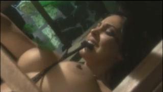 Due donne in una gabbia, due bestie da scopare bene