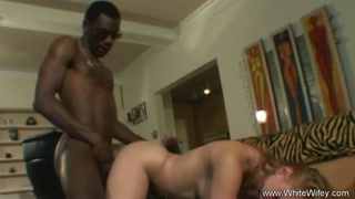Interrazziale orgasmica per una bionda zoccola