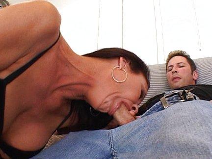 Donna porca, arrapata e tettona si fa sbattere con forza - video porno gratis