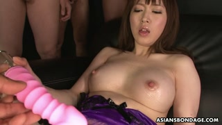 Figa pelosa e bagnata: la giapponese gode da sola