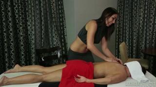 Massaggio erotico per un cliente fortunato