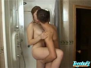 Bagno porno tra schiuma ed eccitazione