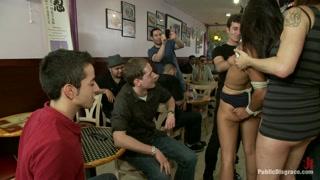 Una scena di sesso piuttosto hot e anche parecchio sadomaso