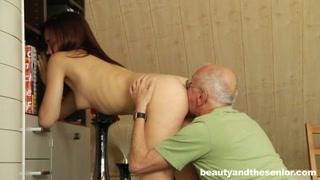 Granny Sexy col vecchio che lecca bene e si fa succhiare