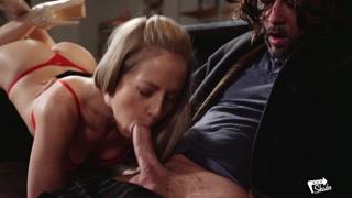 Bionda sensuale ama leccarlo e farlo venire