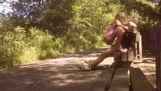 Sesso su una panchina del parco