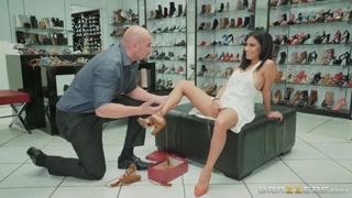 In un negozio di calzature si fa sesso bene