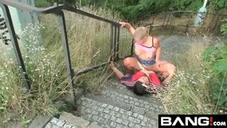 Scopata nelle scale di pietra