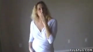 Video masturbazione con la milf in bianco che poi succhia