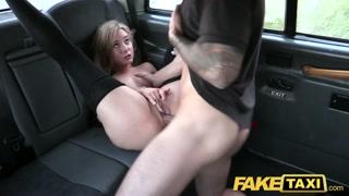 Sul fake taxi la bionda si fa scopare a gambe aperte