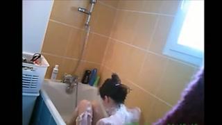 Video erotici gratis con telecamere nascoste in bagno