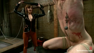 Bella troia mistress ama far male al proprio slave