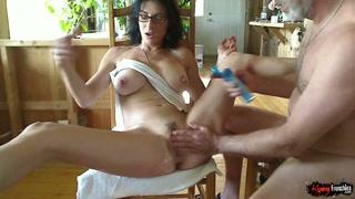 Casalinga vogliosa ama farsi masturbare più che scopare