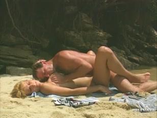 Sulla spiaggia un sentimento di passione top