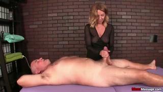La massaggiatrice bionda si occupa del cazzo  old.