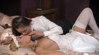 Porno lesbo con la sposa che se la fa leccare