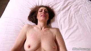 Milf porno si mette nuda e si fa scopare