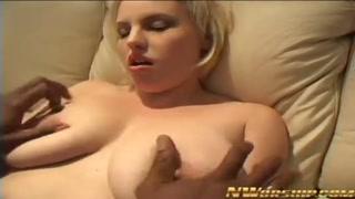 Cazzo nero per una donna bionda sexy