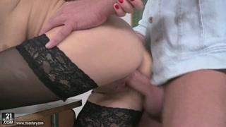 Anal sex con bella porcellona bionda