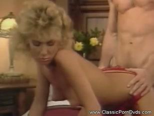 Porno classico con la bionda cotonata