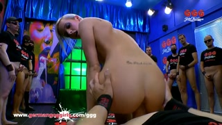 Gang bang girl ama l´anale pesante