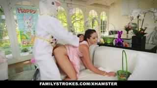 Ragazze porno scopate da un coniglietto pasquale