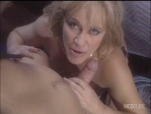 La signora bionda col corsetto sexy si fa trombare