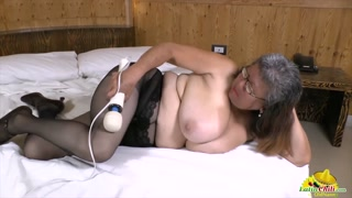 Mature porno si masturbano in questo video