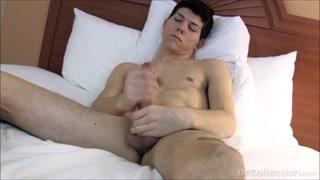 Filmati porno gay con un bel cazzo che si masturba