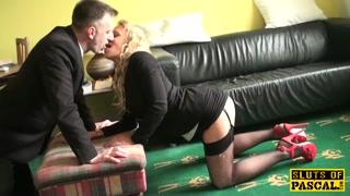 Sborrate in bocca con la sexy puttana bionda che succhia