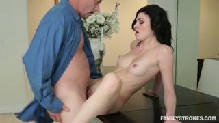 Video porno incesti con una donna mora