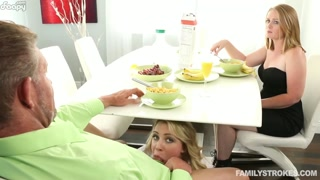 Una colazione in famiglia con pompino