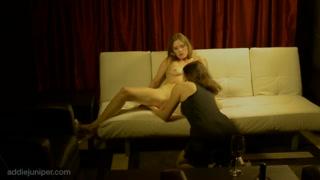 Gratis due lesbiche sul divano