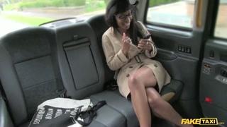 Fake taxi con la cliente di colore
