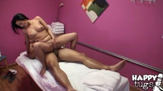 Video porno cinesi con la massaggiatrice che gode