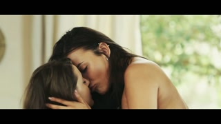 Lesbiche bellissime si leccano, baciano e fanno ditalini