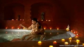 Massaggio porno nell´idromassaggio