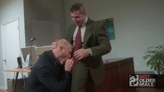 Gay si scambiano pompini in ufficio