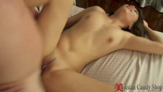 Dolce porno asiatico con una bella troia