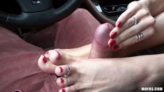 Piedi porno e pompini in macchina