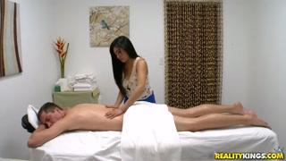 Massaggio erotico che diventa gran sesso
