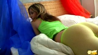 Sex video con giovane culona che si masturba