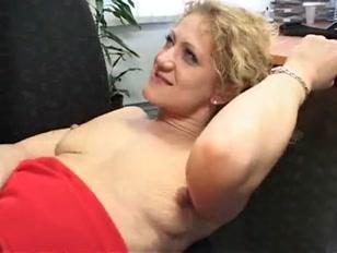 Super sexy biondina si fa scopare il culo e scassa