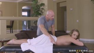 Massaggio porno per la bella bionda