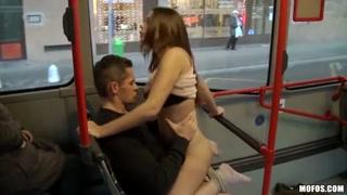 Selvaggio porno in pubblico sull´autobus