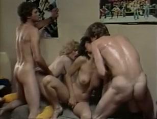 Ammucchiate in un porno classico