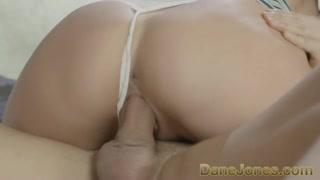 Le tette grosse e sexy e il culone lo fanno arrapate tanto