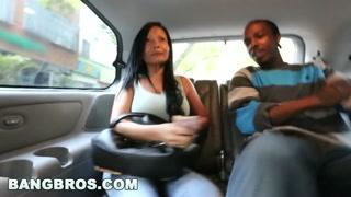Donne porcelle e culone trombano in auto